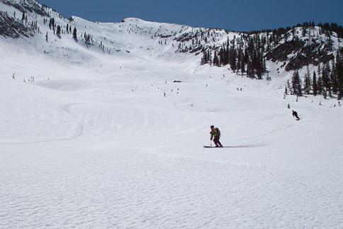 Ski cruising